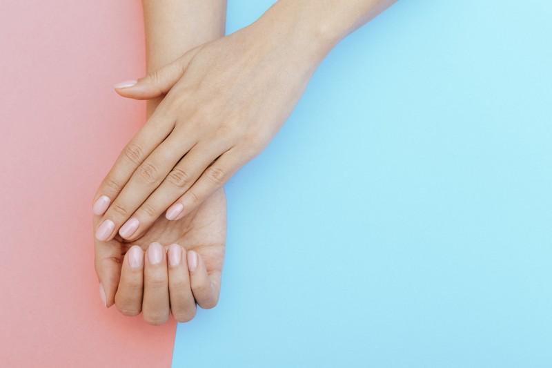 Usunięcie lakieru hybrydowego z paznokci – czego potrzebujemy?